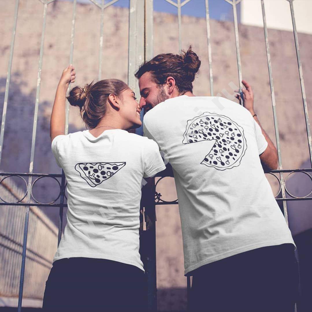 Картинка парень и девушка в футболках и надпись
